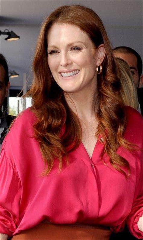 julianne moore long angled bob 10 best hairstyles for older women images on pinterest