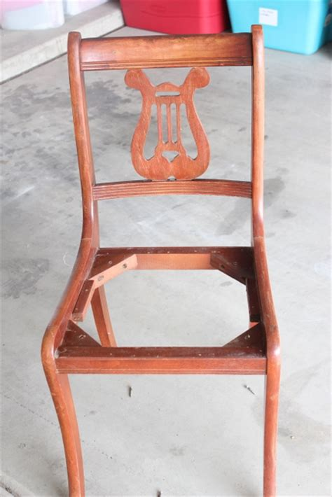 Easy Way To Reupholster A by How To Reupholster A Chair The Easy Way Make And Takes