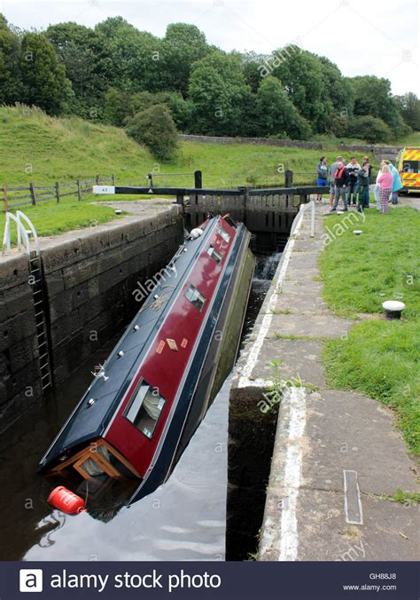 buy a boat leeds a holiday hire narrow boat has sunk in a lock on the leeds