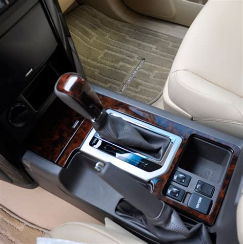 how to lift the plastic plaque around the shift stick in