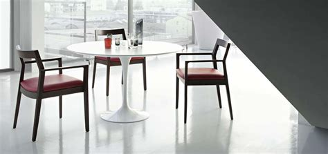 Legless Chair Tavolo Tulip By Knoll