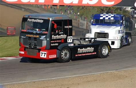 truck racing file truck racing stuart oliver brands hatch nov 2006 jpg