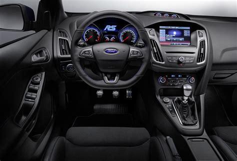 interni focus nuova ford focus rs trazione integrale e 320 cv