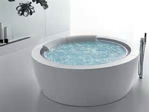 Whirlpool Badewanne Designs Jacuzzi The Elegant Bolla Sfioro Round Bathtub By Franco Bertoli