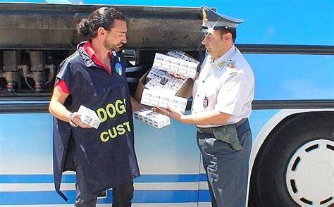 ufficio dogane bari sigarette in autobus foto giorno corriere