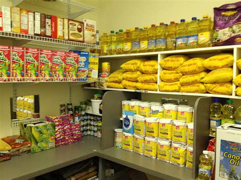 Chicago Food Pantry Volunteer by Chicago Food Pantries Guidepecheaveyron