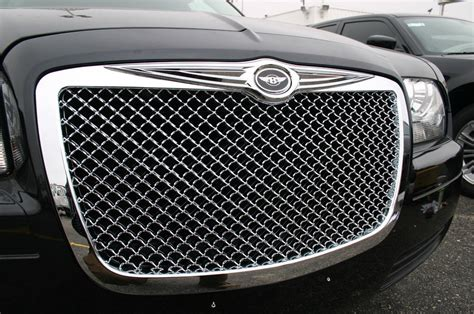 chrysler grill 05 2010 chrysler 300 chrome mesh grille with bentley