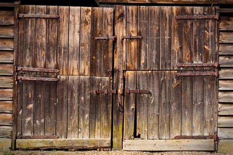 Barn Door Backdrop Inside This Barn There Was A 700 000 Treasure That Sat Unseen For 40 Years Wow