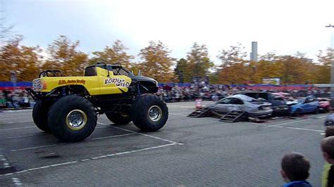 real monster truck videos monster truck show real in ratingen 30 10 2011 youtube