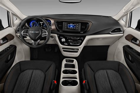 Chrysler Town And Country Interior by Chrysler 2019 2020 Chrysler Town And Country Interior