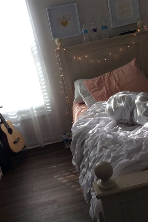 guitar bedroom 25 best guitar bedroom ideas on pinterest guitar display wall music bedroom and guitar wall
