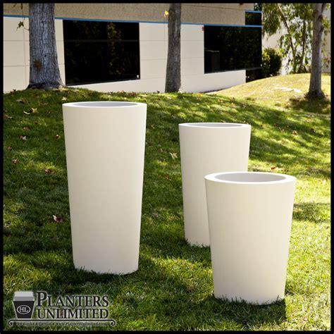 contempo tapered fiberglass commercial planter 18in dia x