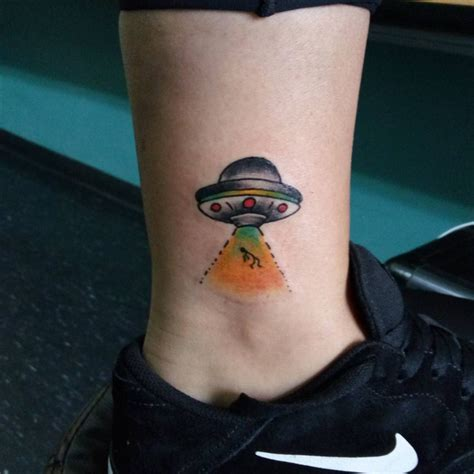 simple ufo tattoo simple ufo tattoo danielhuscroft com