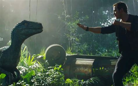 blue trailer italiano jurassic world chris pratt ritrova blue nel primo trailer