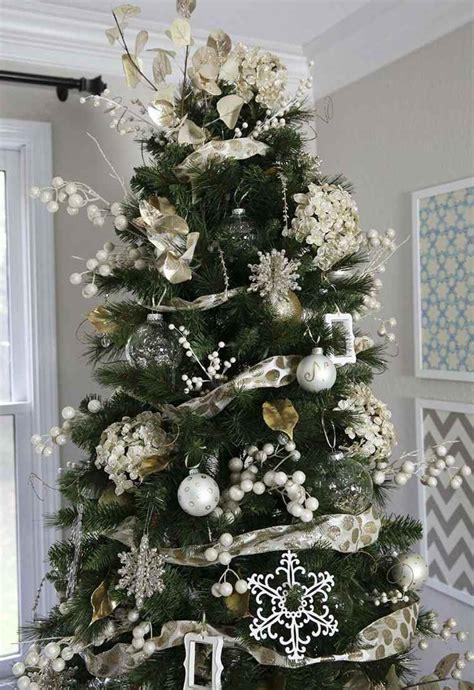 arboles de navidad con nieve arbol de navidad decoracion preciosa con lazos