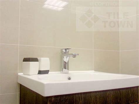 polished bathroom tiles best 25 polished porcelain tiles ideas on pinterest