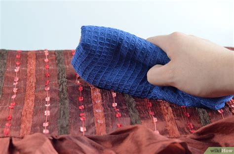 removing blood stains from couch getrocknete blutflecken aus der couch entfernen wikihow