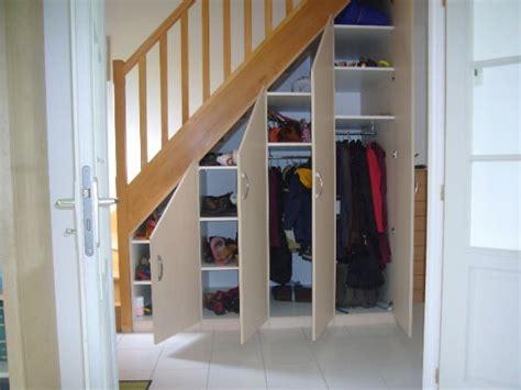 Sous Escalier by Placard Sous Escalier Portes Battantes Beige Escaliers