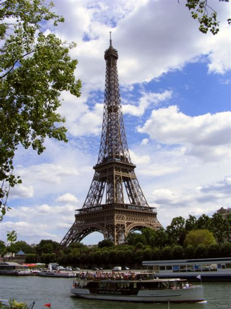 eiffel tower paris in spring find super cheap paris city guide discount and cheap airline tickets to