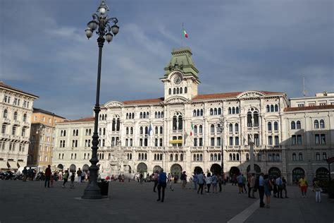 d italia trieste file trieste piazza unit 224 d italia municipio jpg
