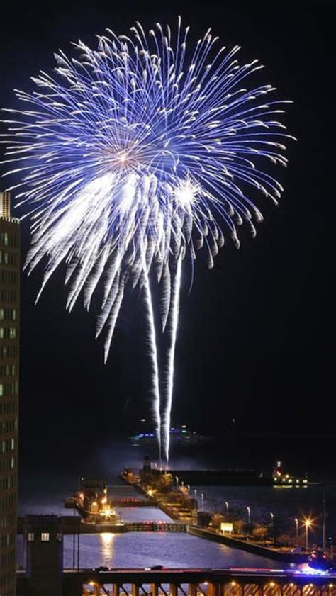 chicago fireworks new years new year s chicago navy pier was home to the annual