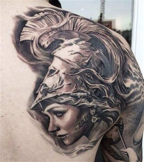 tatuaż z twarzą kobiety