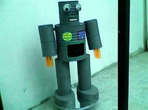robot reciclado manualidades infantiles como hacer un robot reciclado super robot hecho con latas youtube