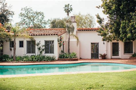 the monroe house marilyn monroe home in brentwood for sale observer