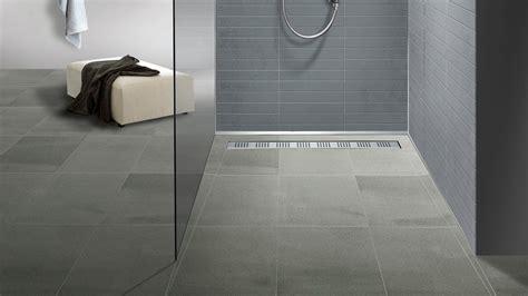 rutschfeste badezimmerböden bodengleiche dusche mit duschrinne einbauen und abdichten
