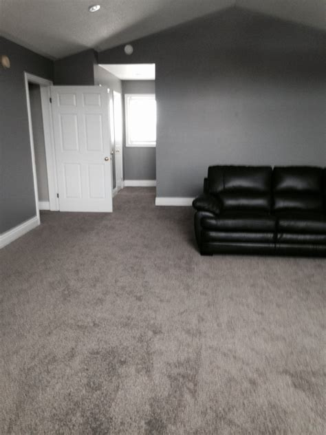 what colors look with grey carpet sle rug grey bedroom carpets what color walls go