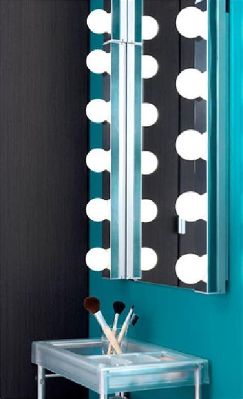 Ordinaire Salle De Bain Complete Ikea #2: changer-leclairage-classqiue-pour-des-ampoules-a-led-dans-la-salle-de-bain-une-idee-economique-et-esthetique.jpg