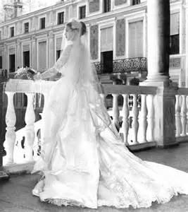 Royal brides wedding gowns kate middleton vs grace kelly fashion