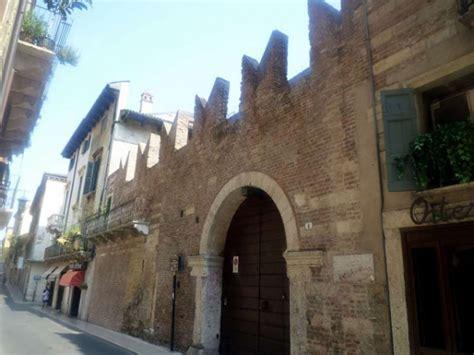 casa di romeo verona monumenti di verona casa di romeo