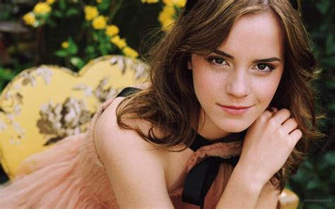 emma watson wallpapers hd hollywood emma watson hot hd wallpapers 2012