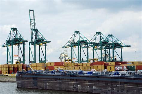 anversa porto contenitori nel porto di anversa fotografia stock