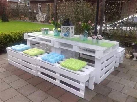 pallet picnic bench 25 best ideas about pallet picnic tables on pinterest