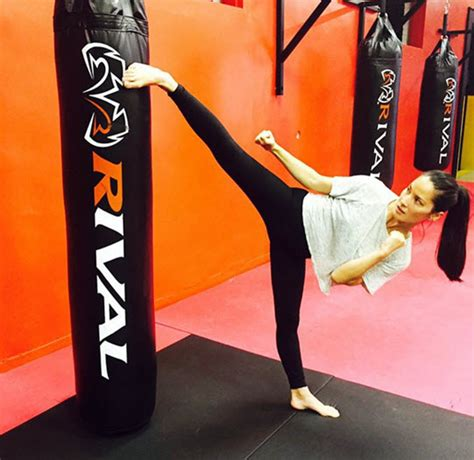 Obama S Vacation olivia munn shows off her kickboxing skills in instagram video