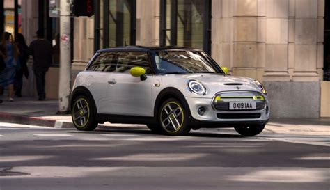 2019 mini electric bmw unveils fully electric mini with 270km range the driven