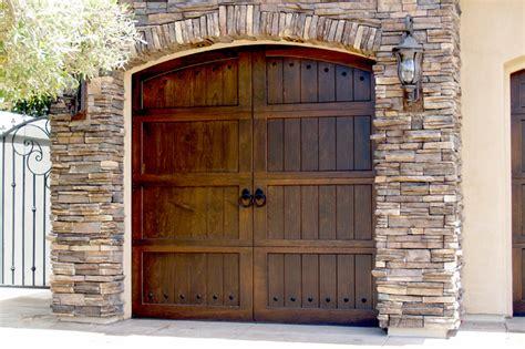Ranch House Garage Doors by Residential Garage Door Manufacturers Custom Wooden