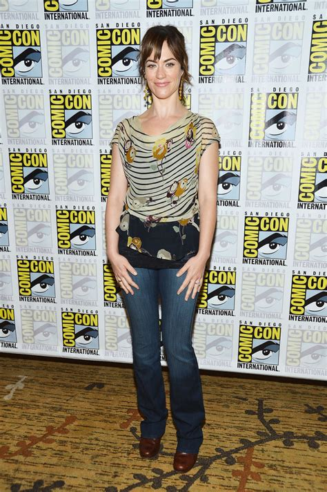 does mavgie siff wear extensions maggie siff print blouse maggie siff looks stylebistro