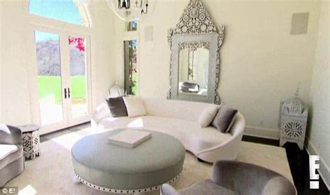 khloe kardashian home interior khloe kardashian moves into 7 2m home as french montana