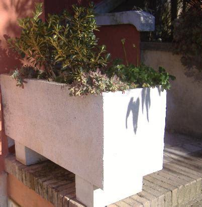 costruire vasi in cemento fioriere in cemento fai da te terminali antivento per