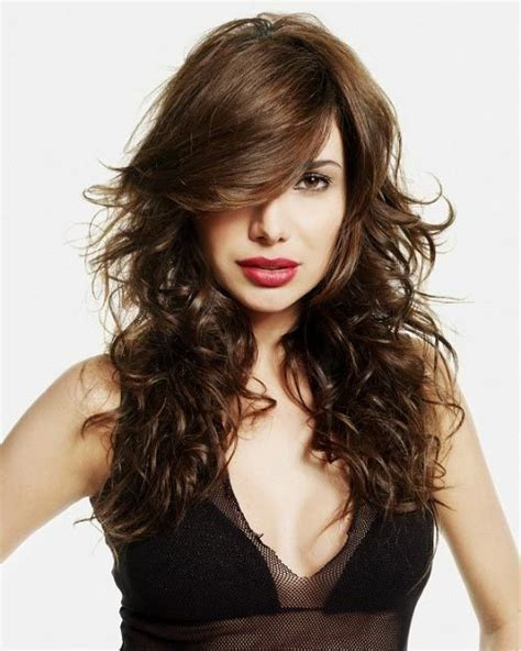 Www Step Cut Hairstyle That Looks Curly Hair | step hair cutting style for women with short long hair