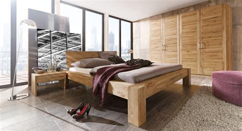 schlafzimmer massivholz komplett komplett schlafzimmer aus wildeiche natur marsala