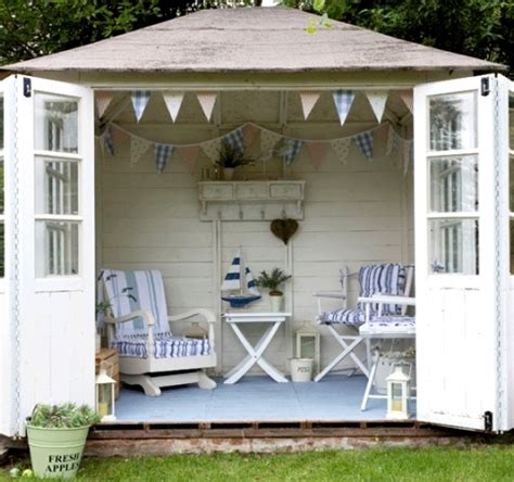 Shed Decor by 16 Seaside Stripe Decor Ideas For Outdoor Spaces