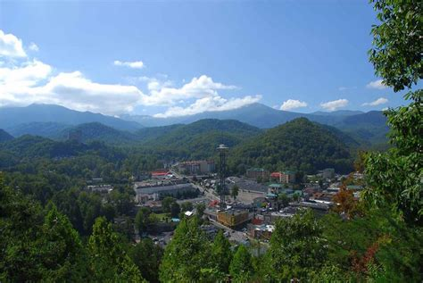 Cabins In Gatlinburg Tn To Downtown by 5 Amazing Cabins To Downtown Gatlinburg Tn