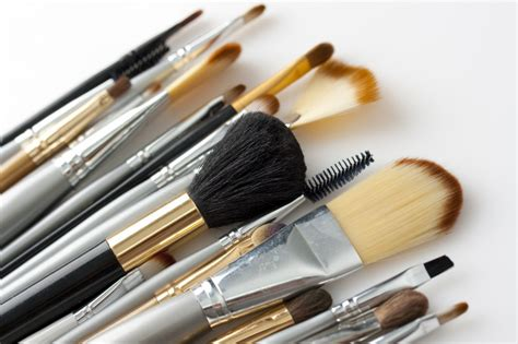 7 Makeup Tools You Must To Do Your Makeup Like A Pro by Makeup Brush Maintenance When Should I Clean My Makeup