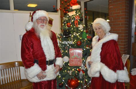 santa mrs claus bring generosity to craig