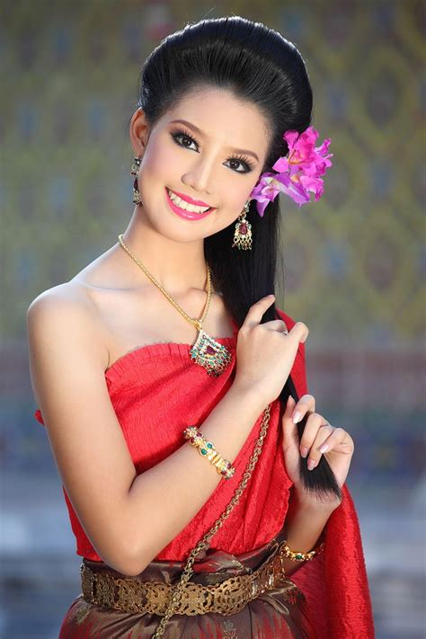 thailand womens haircuts 1000 images about thai traditional dress on pinterest