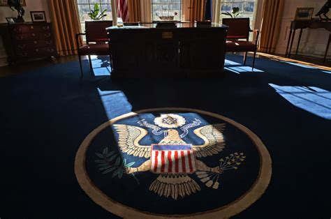 oval office rug take a look inside the oval office alabama s full sized